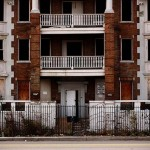 A Detroit building close to be ruined explains very well what is happening in detroit